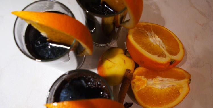 Глинтвейн с апельсином и яблоками. Как приготовить глинтвейн дома?