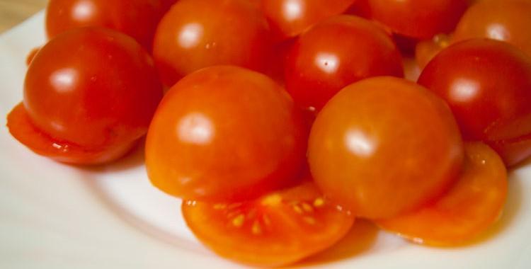 Как быстро порезать помидоры Черри
