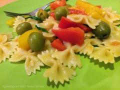 Паста с овощами и рукколой