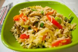 Жареный рис с яйцом и с овощами стир-фрай