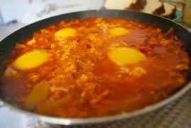 Шакшука - еврейская яичница с помидорами. Лучший рецепт от похмелья!