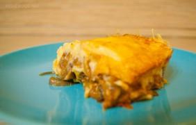 Греческая Мусака: сырная запеканка с баклажанами и картофелем