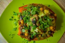 Фаршированная тыква, запеченная в духовке с грибами и нутом