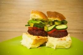 Вегетарианский бургер со свекольной котлетой: фаст-фуд рецепты