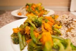 Припущенные овощи со специями, ведическая кухня