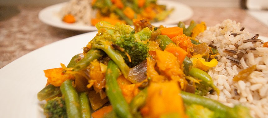 Припущенные овощи со специями: ведическая кухня