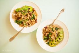 Паста с кальмарами, авокадо и шпинатом: рецепт средиземноморской кухни