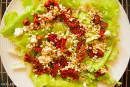 Салат с вялеными помидорами, брынзой и проростками гречки