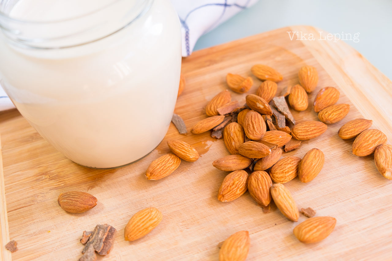 Как приготовить миндальное молоко. Как сделать домашнее миндальное молоко