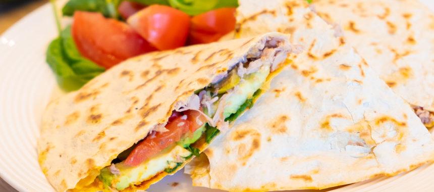 Овощная Кесадилья с сыром, тунцом и яйцом — рецепт самого вкусного завтрака